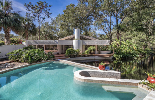 Space Age style Florida home lists for $350k
