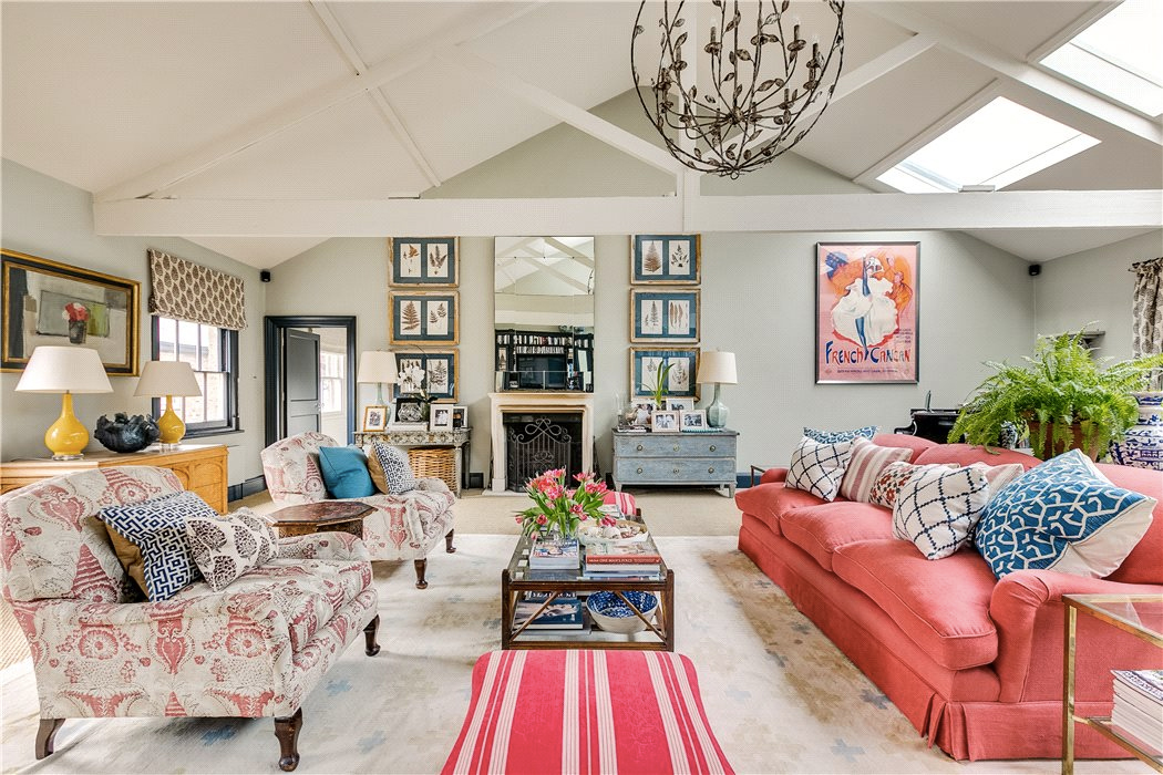 Mews House for sale in Clapham, London – room for family and friends
