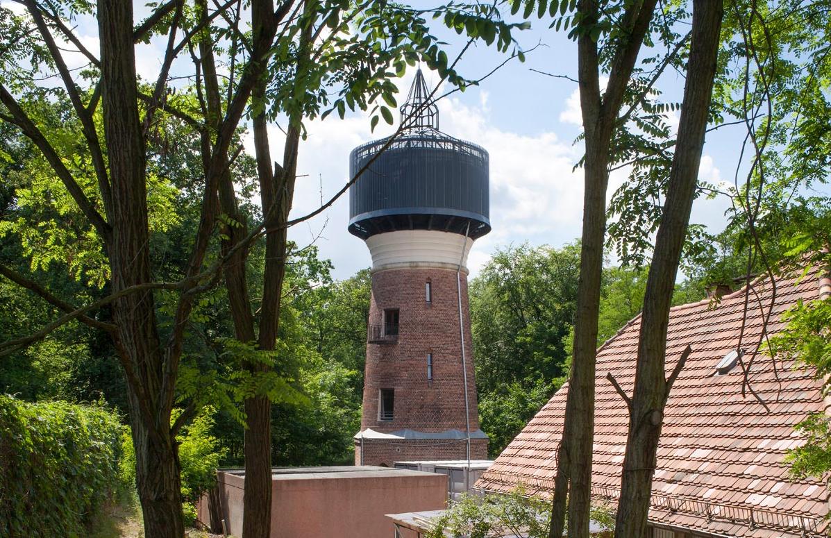 Postdam watertower is now a minimalist holiday retreat Photography: Luca Girardini