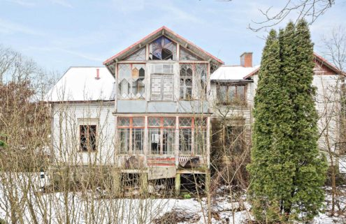 Could this Swedish fixer-upper be your 2018 renovation challenge?