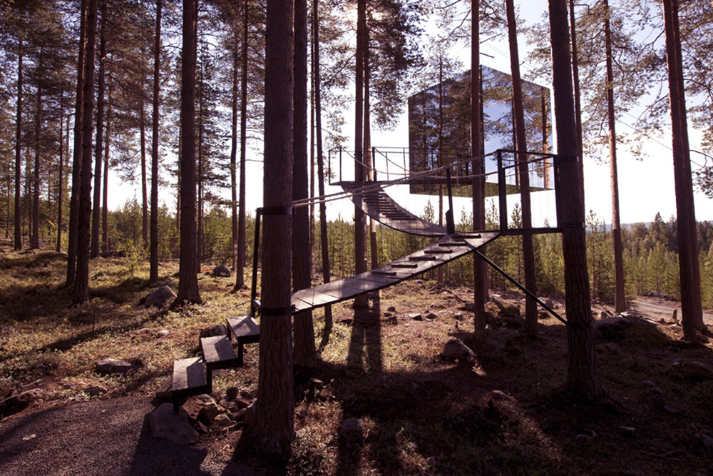 Mirrorcube 'invisible' treehouse for rent in Sweden