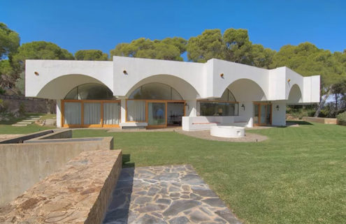 Clifftop Catalan villa by Antoni Bonet Castellana lists for €5.8m