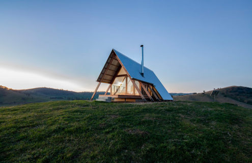 JR's ecohut is a tiny retreat nestled into Australia's remote Kimo Estate