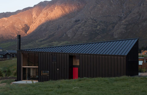 Stay in a pint-sized cabin in New Zealand's Queenstown