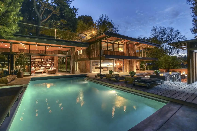Buff & Hensman House modernist holiday home for rent
