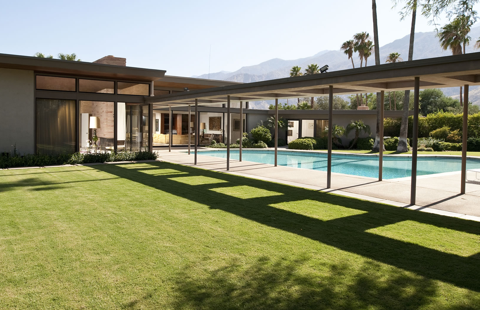 Frank Sinatra Modernist holiday home for rent