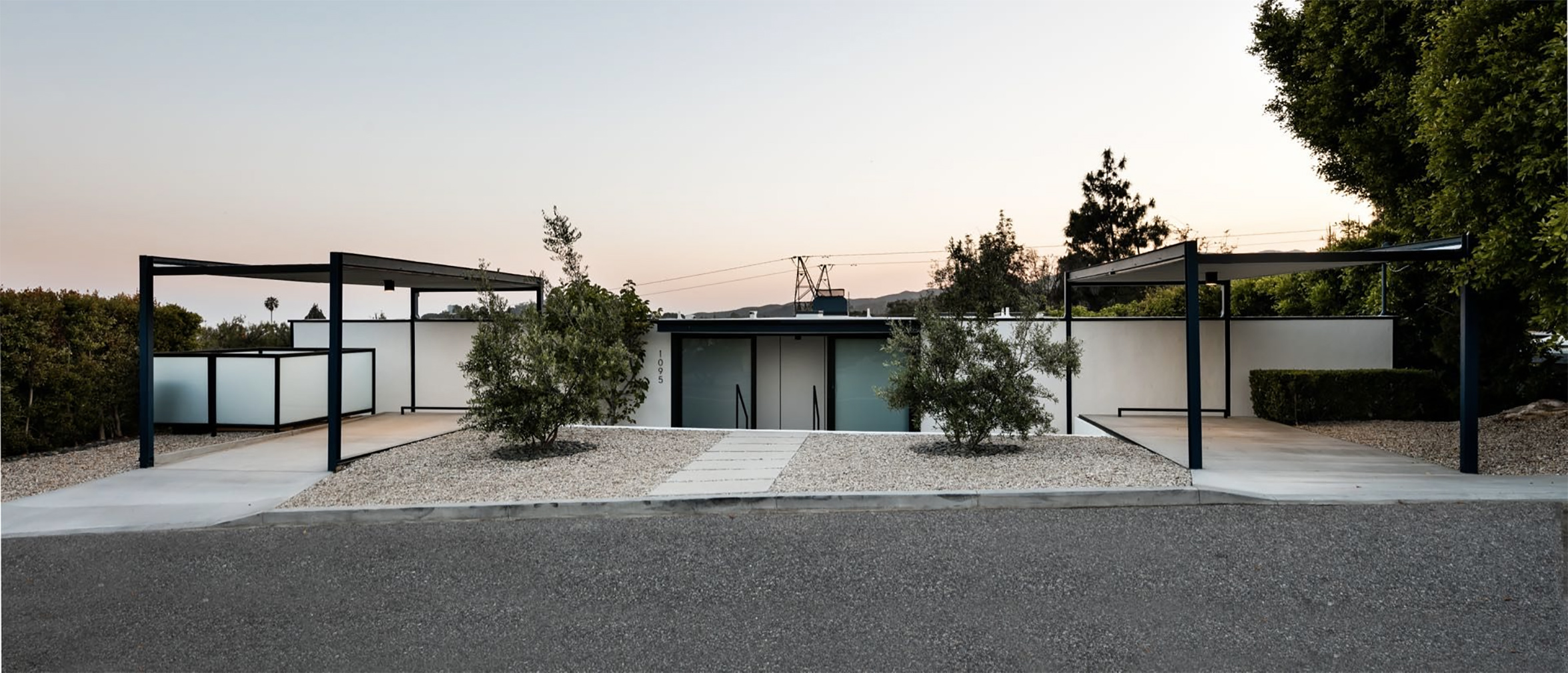 Midcentury glass house by Craig Ellwood lists in LA for $3m