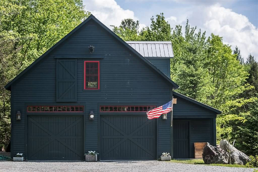 Rustic country house hits the market in Vermont for $800k