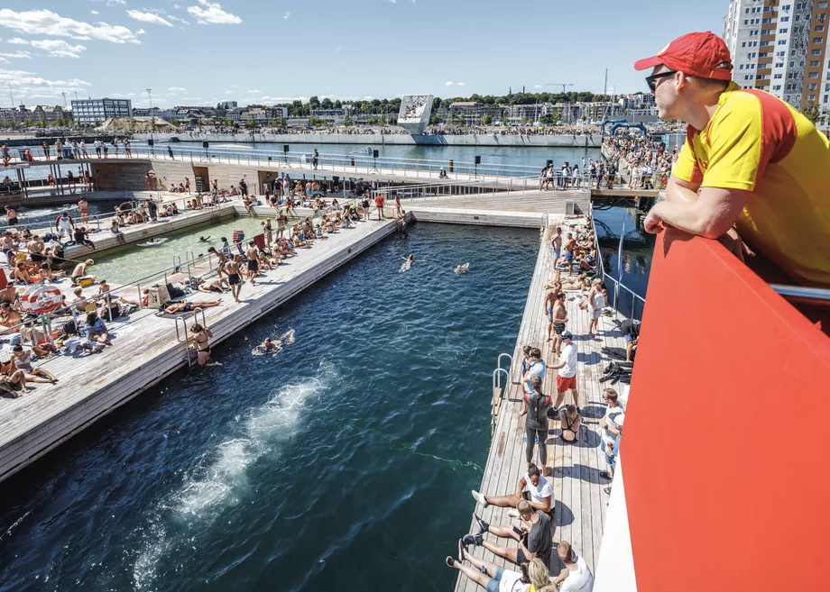 BIG creates a floating bath house in Aarhus harbour