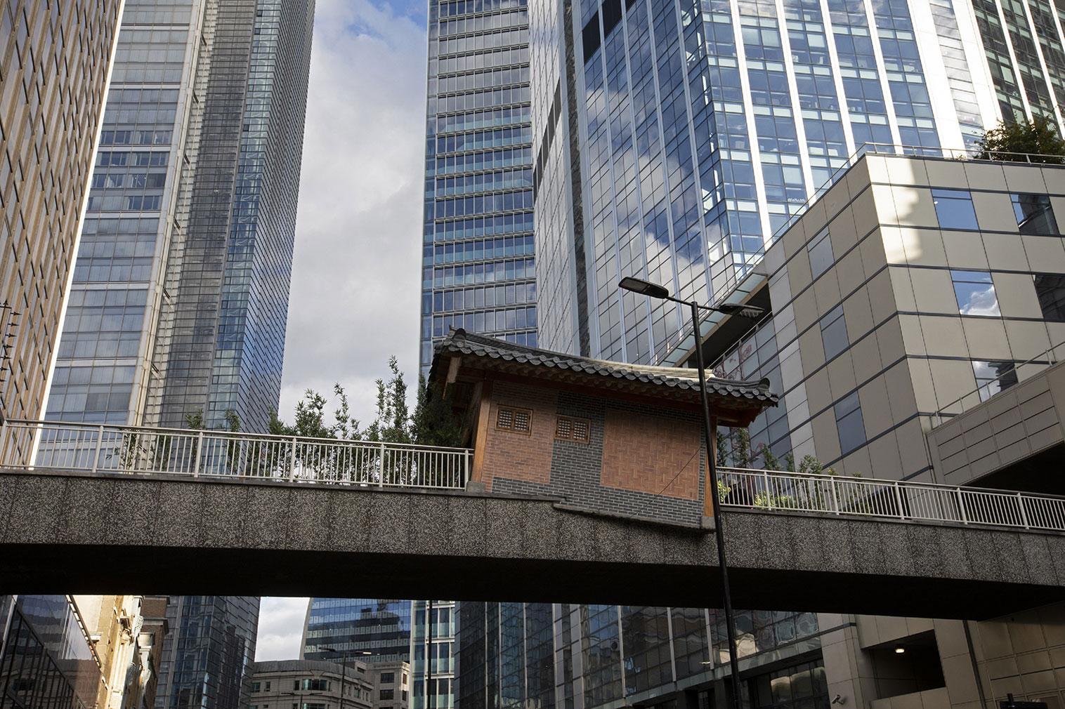 Do Ho Su's installation 'Bridging Home, London,' 2018
