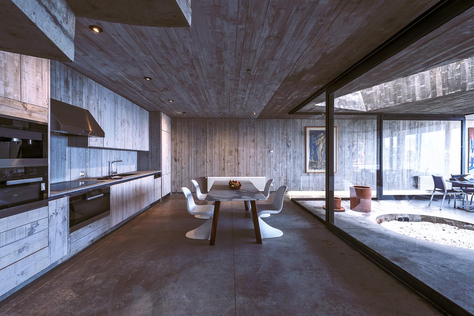 Property of the week: a 'primitive' Chilean home by Pritzker Prize-winner Alejandro Aravena