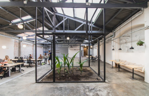 Barcelona warehouse becomes a coworking space