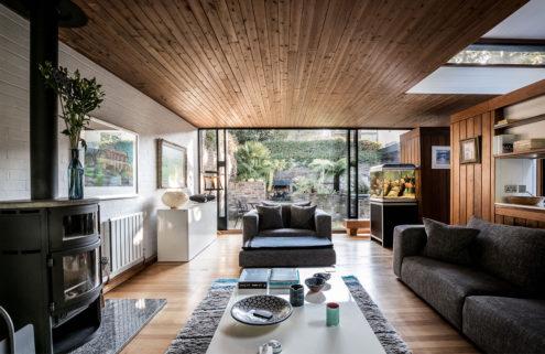 Modernist 1960s Foggo & Thomas home in London feels like a cabin