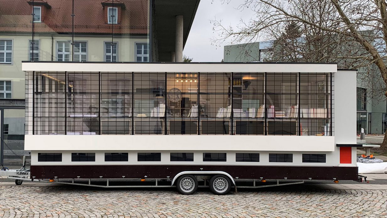It's a miniature mobile version of the Walter Gropius-designed school