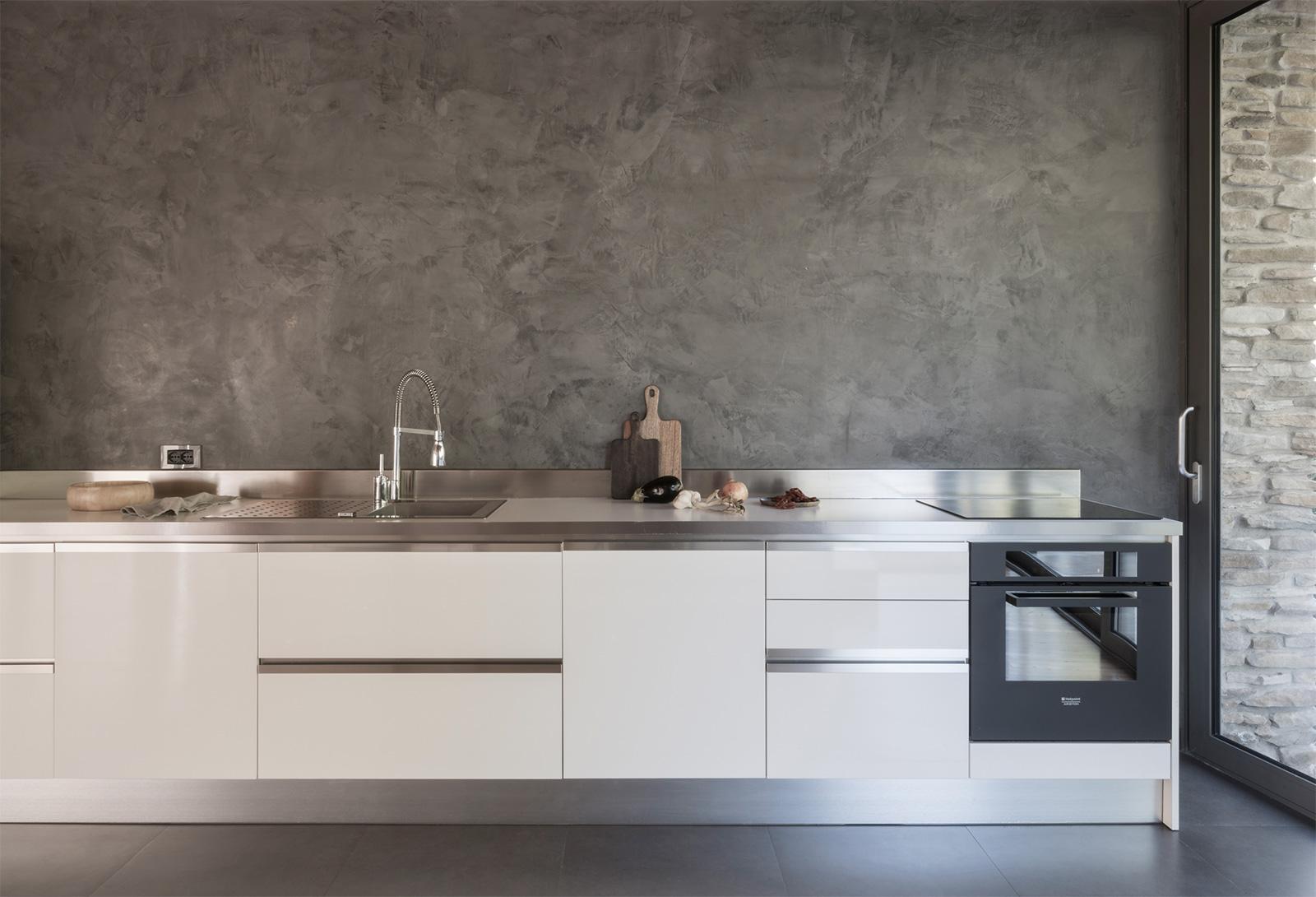 Villa con Vista: the contemporary kitchen