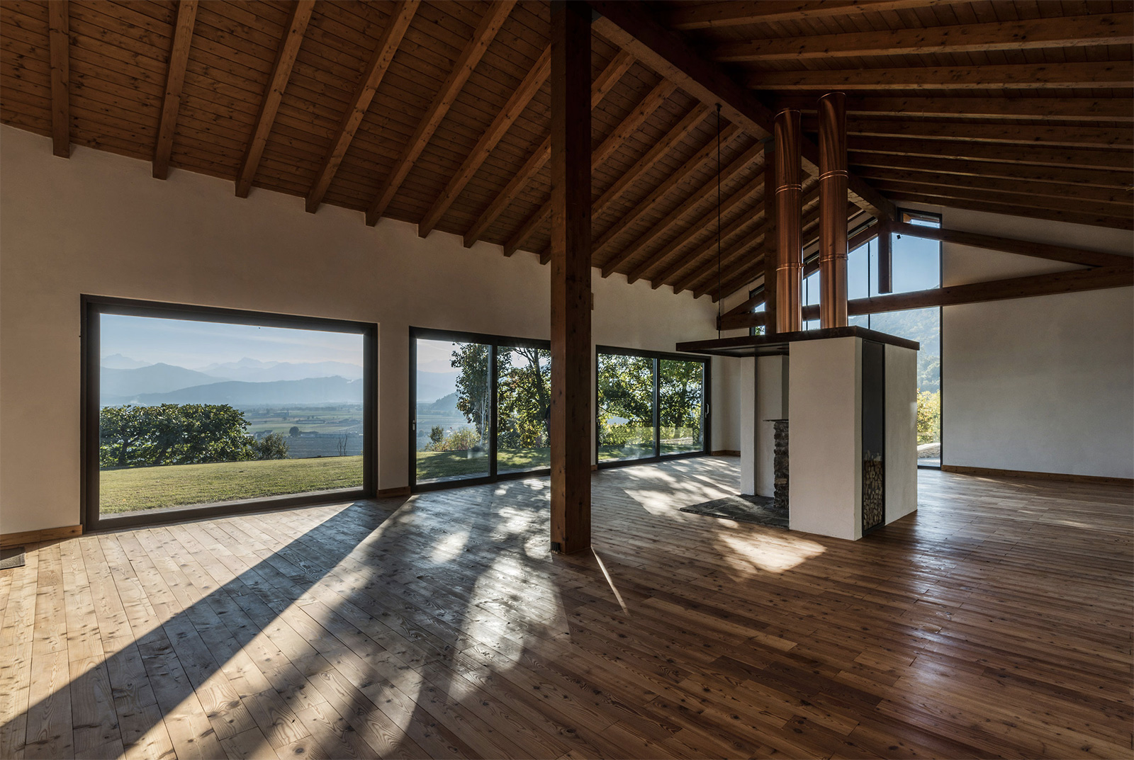 Villa con Vista: interiors feature timbed beamed ceilings, white walls and wooden floors