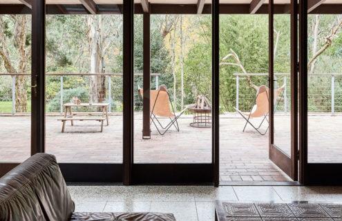 Casa Warrandyte offers modernist living in Australia's bush