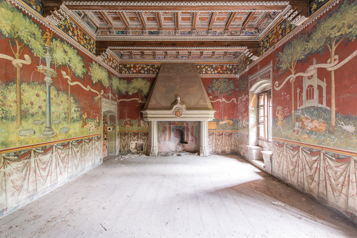 Europe's ghostly frescos star in Romain Veillon's 'Le Musee Imaginaire' series