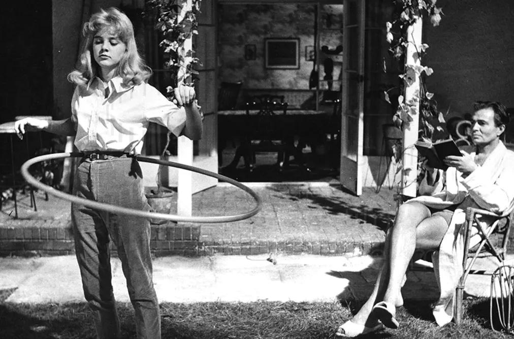 Sue Lyon and James Mason in Stanley Kubrick's 1962 adaptation of Lolita. (c) Warner Bros