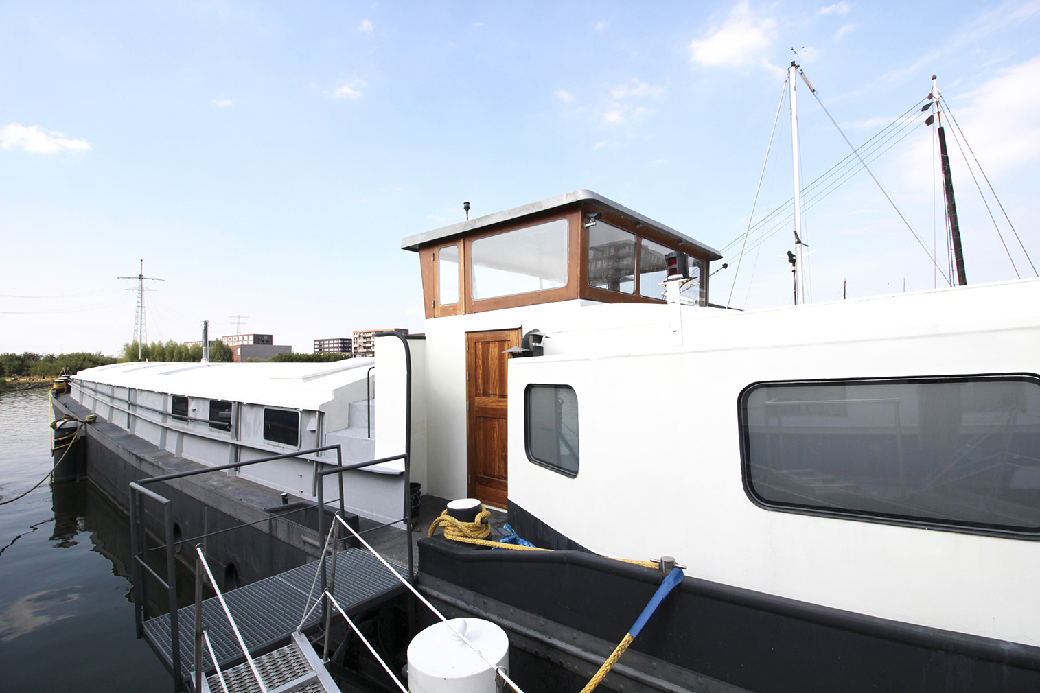 Atmospheric houseboat hits the market in Amsterdam