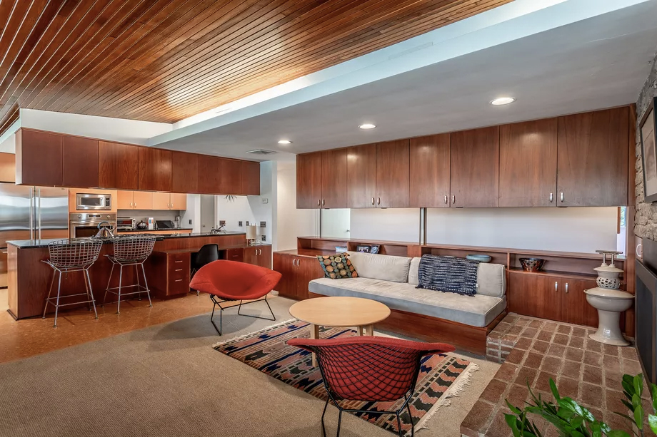 Glass-walled Richard Neutra home lists for $650k in Pennsylvania