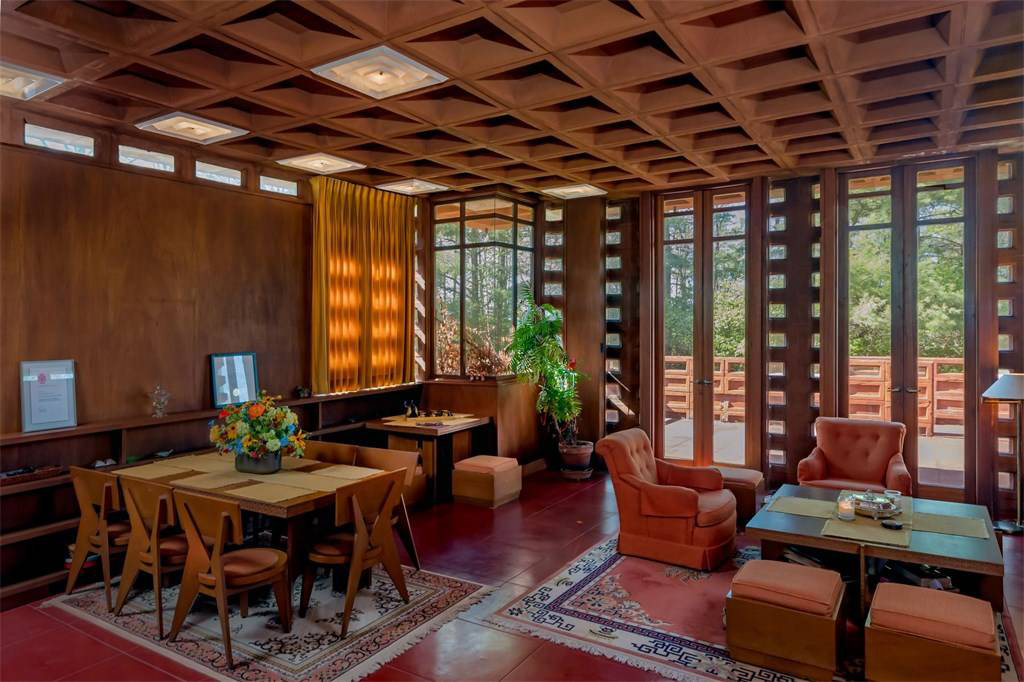 All-concrete home by Frank Lloyd Wright hits the market in St Louis for $1.2m