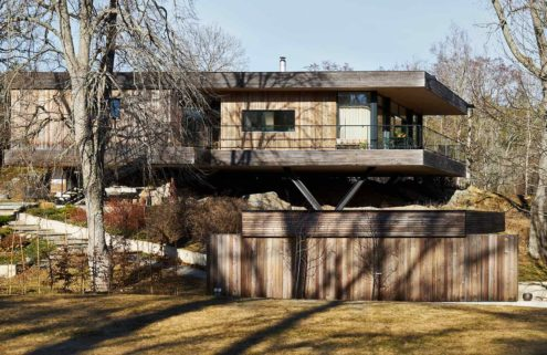A minimalist Swedish home floats above a rocky outcrop in Värmdö