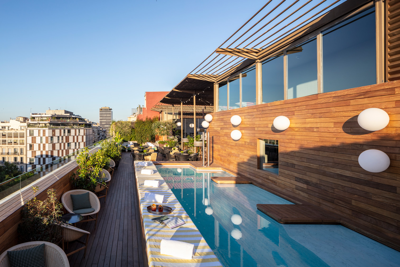 Sir Victor hotel in Barcelona - rooftop plunge pool