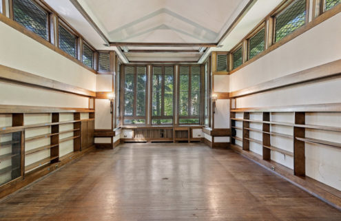 A library-like Frank Lloyd Wright home is for sale in Illinois