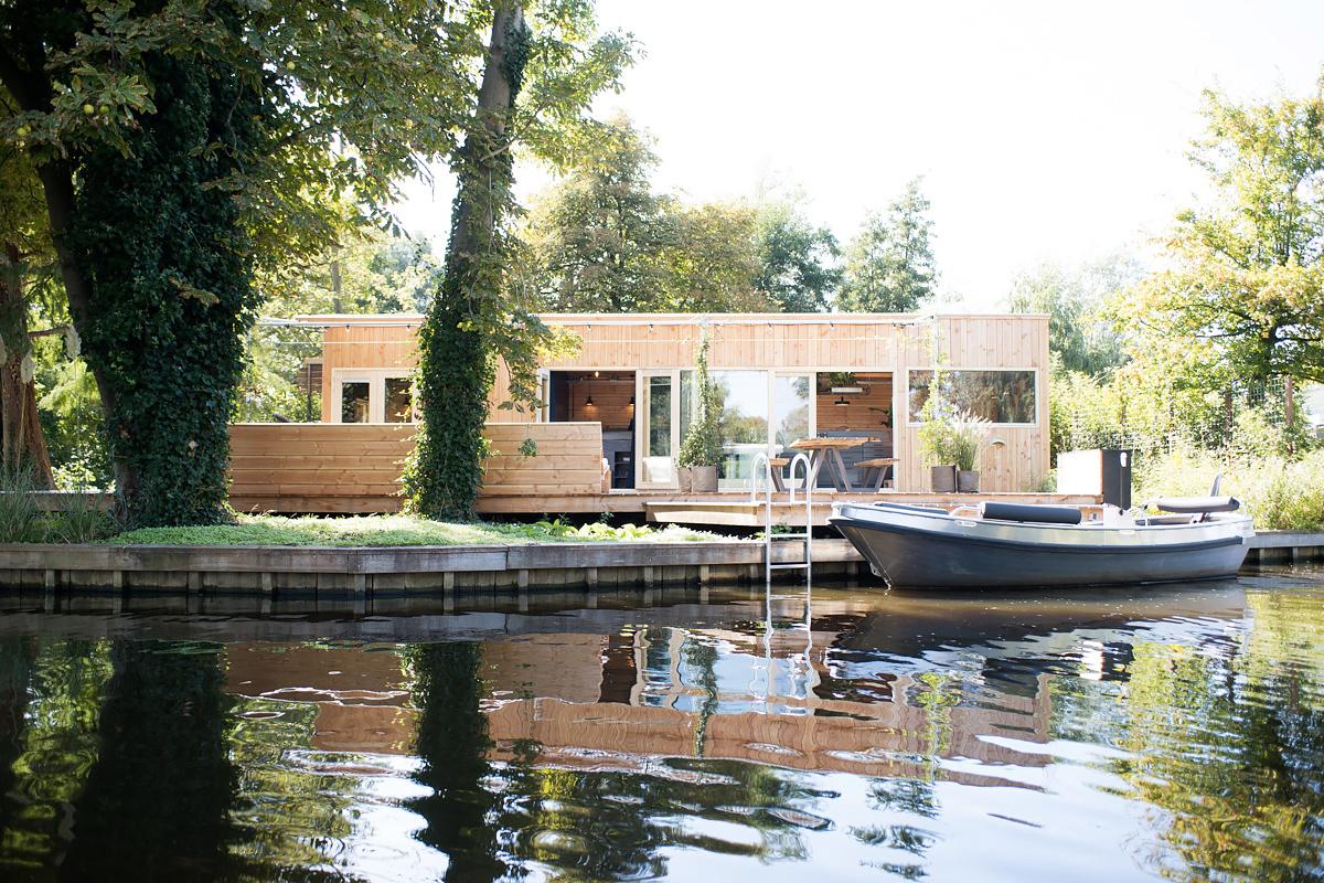 Rotterdam riverbank cabin
