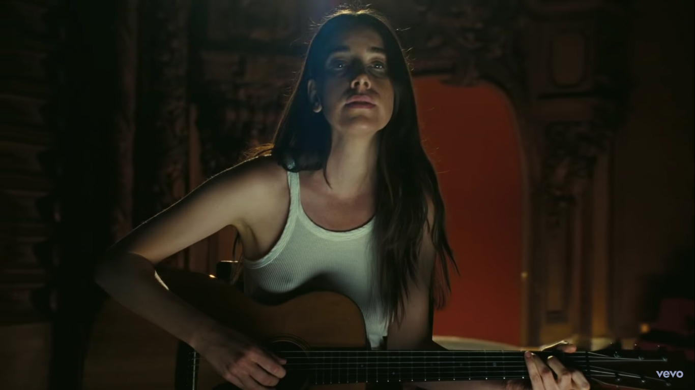 Paul Thomas Anderson takes viewers behind-the-scenes of the empty Los Angeles Theatre for HAIM's new single Hallelujah