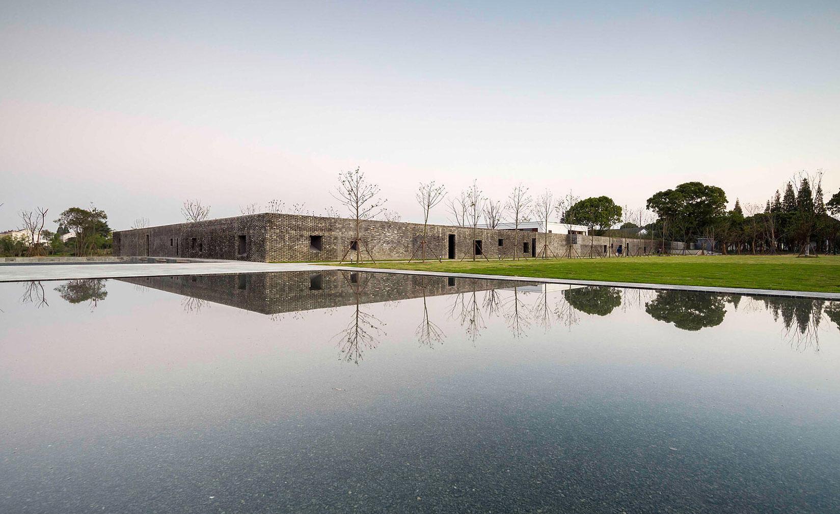 The Walled Tsingpu Yangzhou Retreat