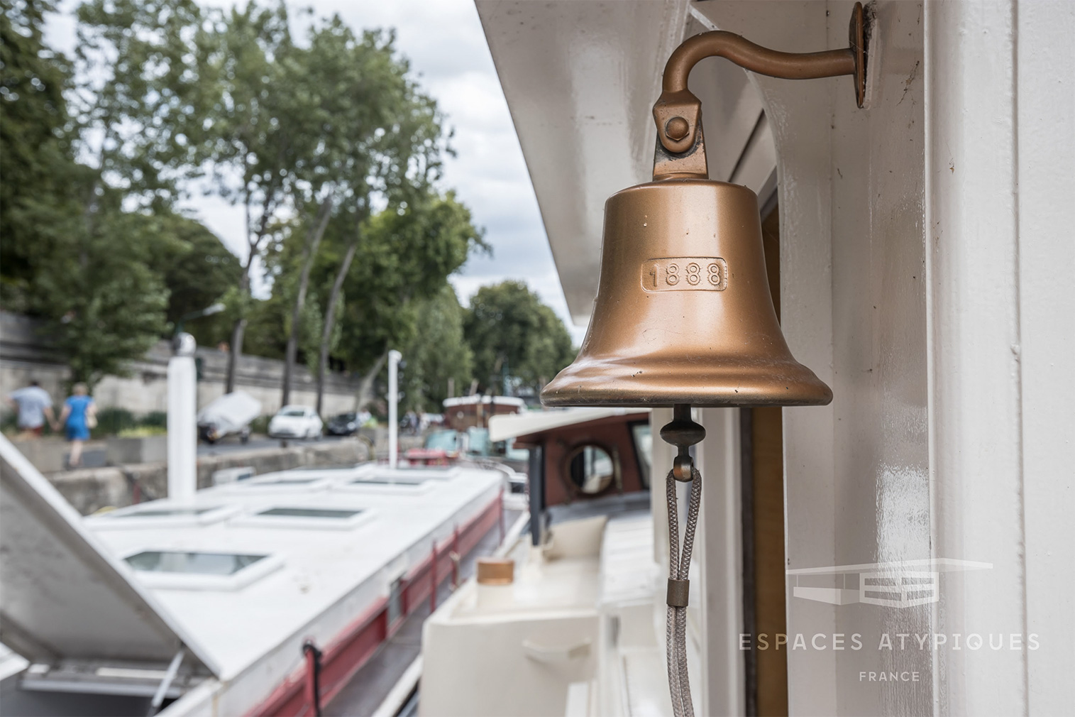 Airy 1930s Parisian barge seeks €980k