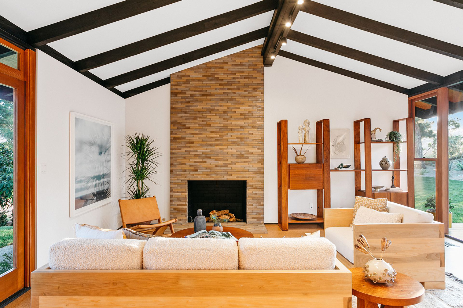 Restored post-and-beam by James Allen Walter lists in Pasadena for $2.25m