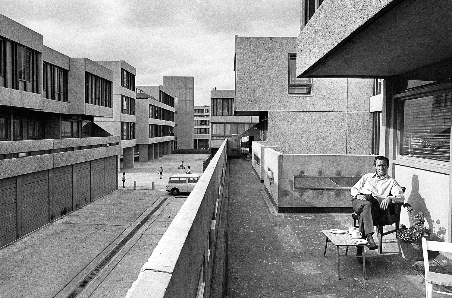 London Thamesmead: Lensbury Way (1970) Photography: Tony Ray-Jones / RIBA Collections