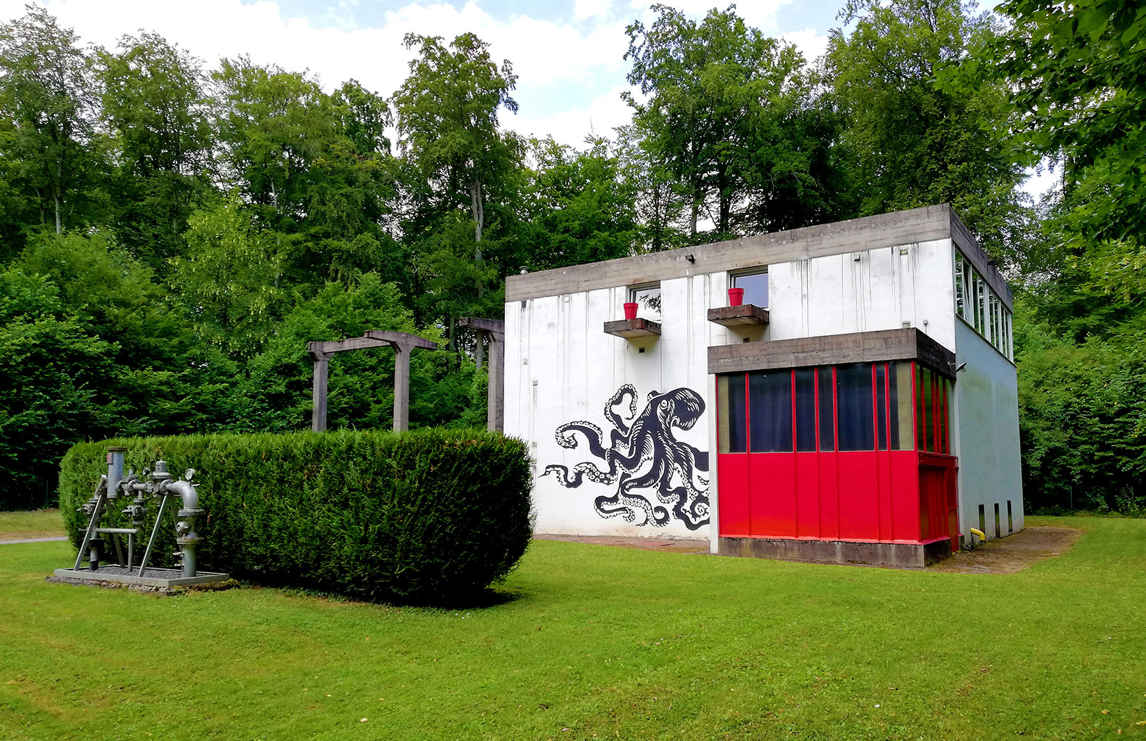 Pint-sized Le Corbusier home lists for less than €450,000