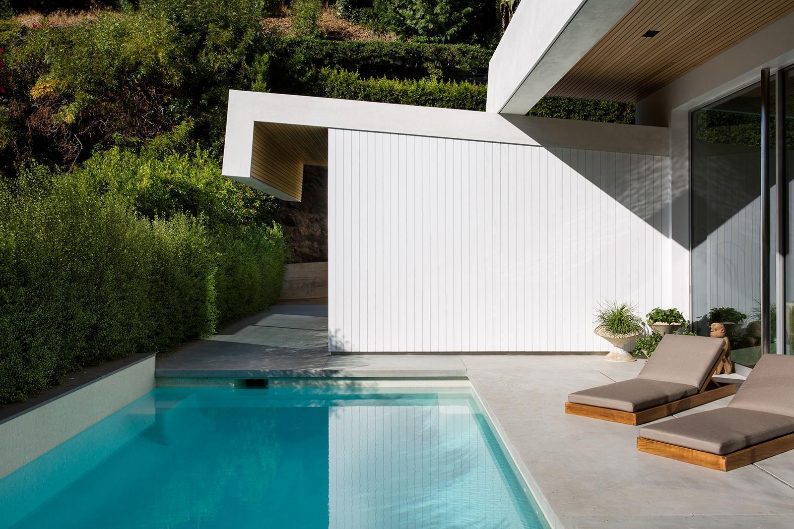 Jason Statham lists his Los Angeles midcentury home