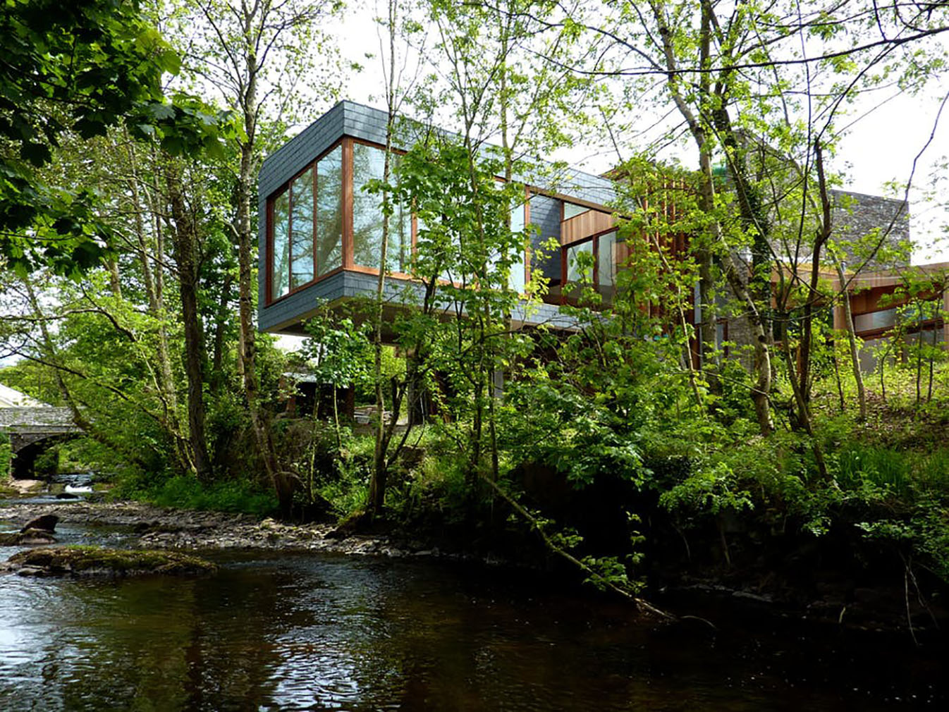 Ty Hedfan cantilever house in Powys, Wales