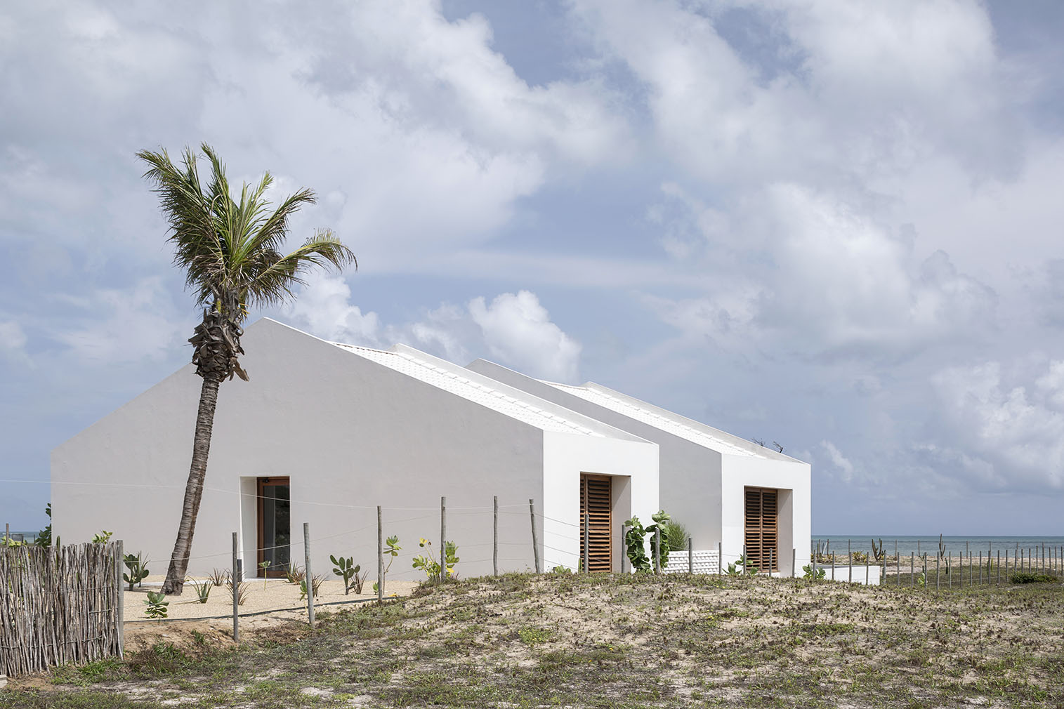 This Brazilian beach home faces the windswept shoreline of Sao Miguel do Gostoso