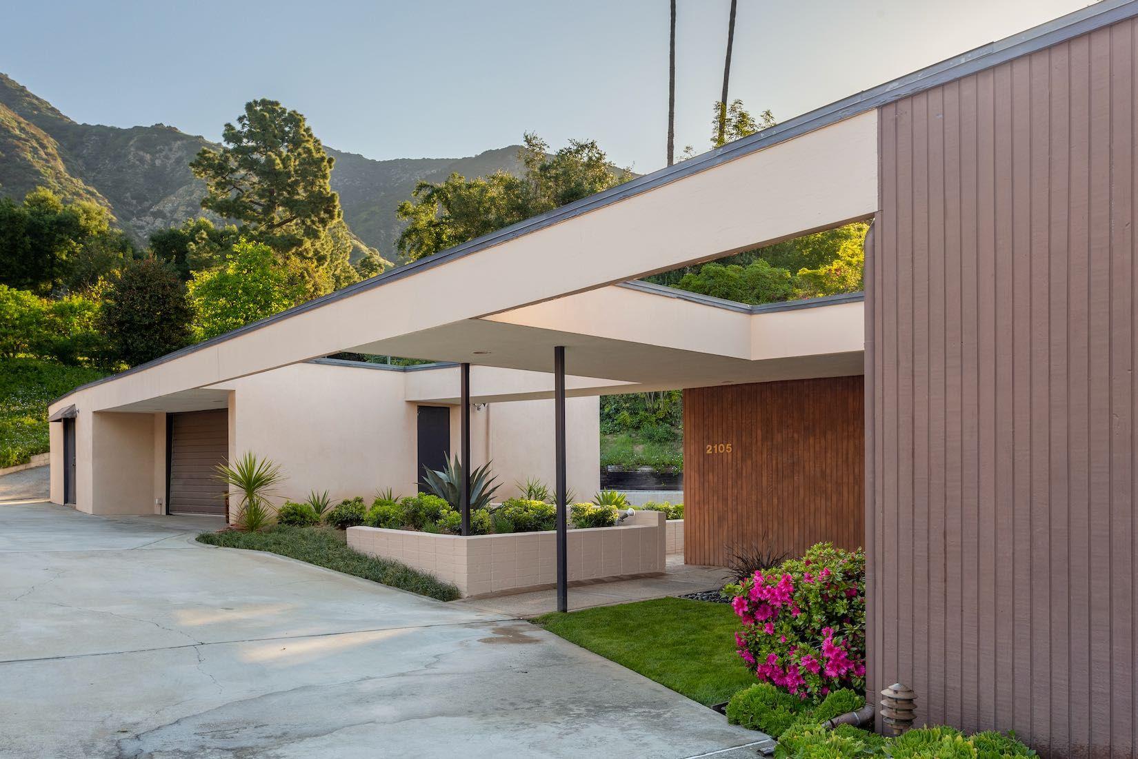 A midcentury home by John F Galbraith in Pasadena, US