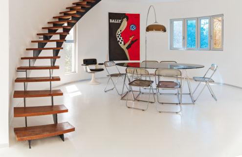 Villa Benkemoun is a swirling 1970s home located just outside Arles