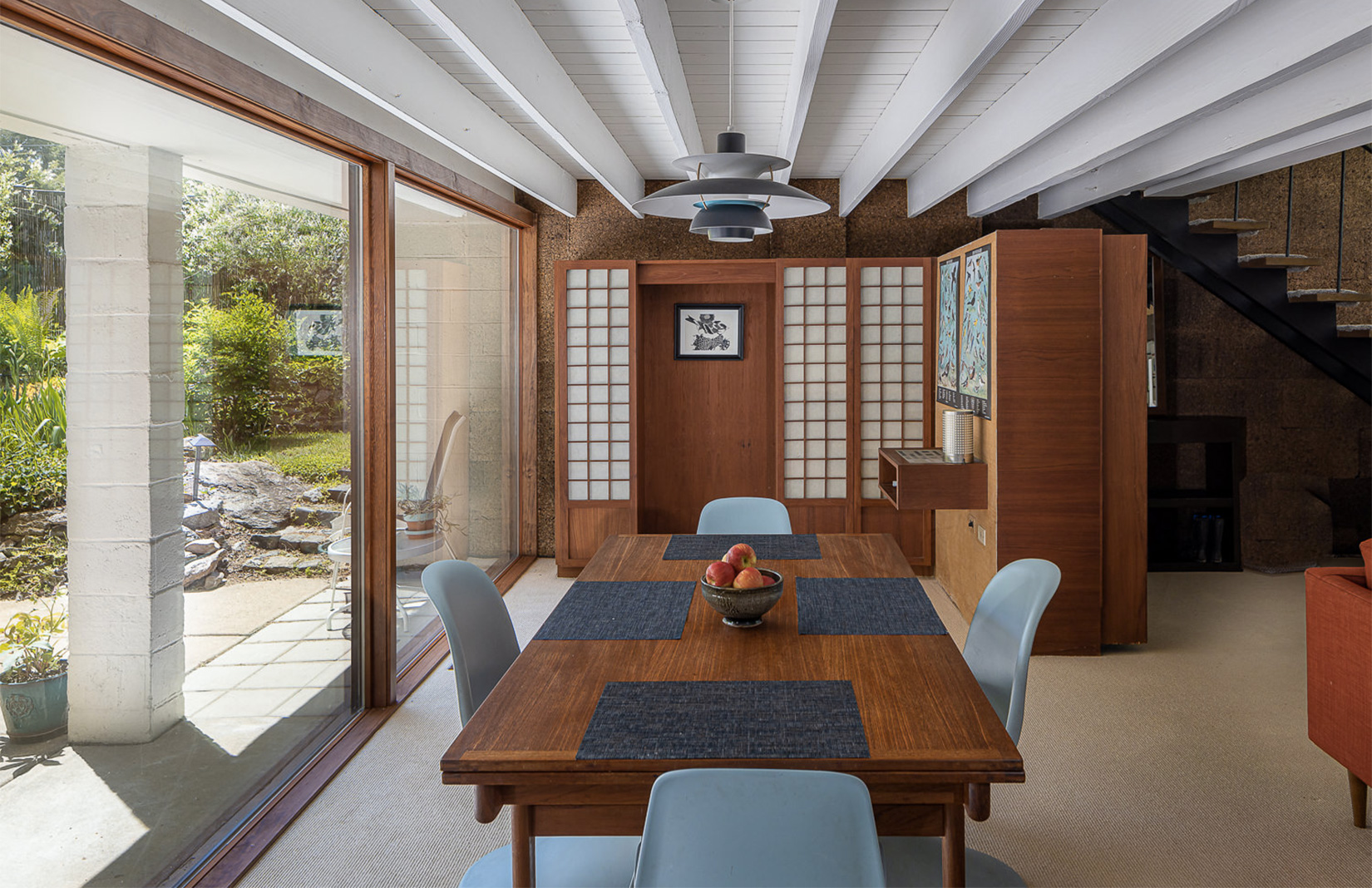 Midcentury style is alive and well Carner House – a $450k home in Philadelphia