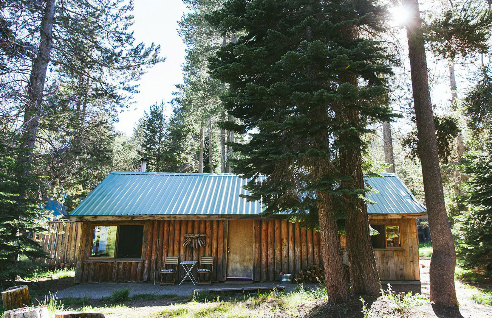 Log cabin for sale close to Yosemite National Park