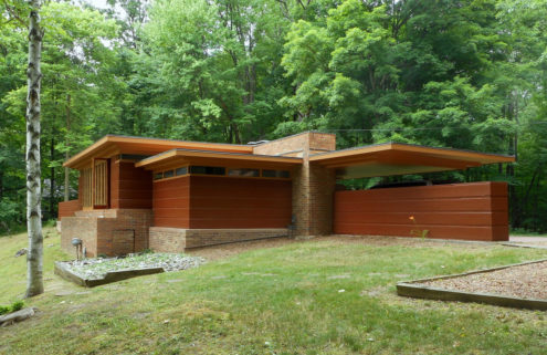 Frank Lloyd Wright's Goetsch-Winckler House lists for $479k