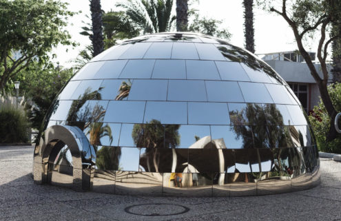Magenta Workshop builds a mirrored igloo in sunny Tel Aviv