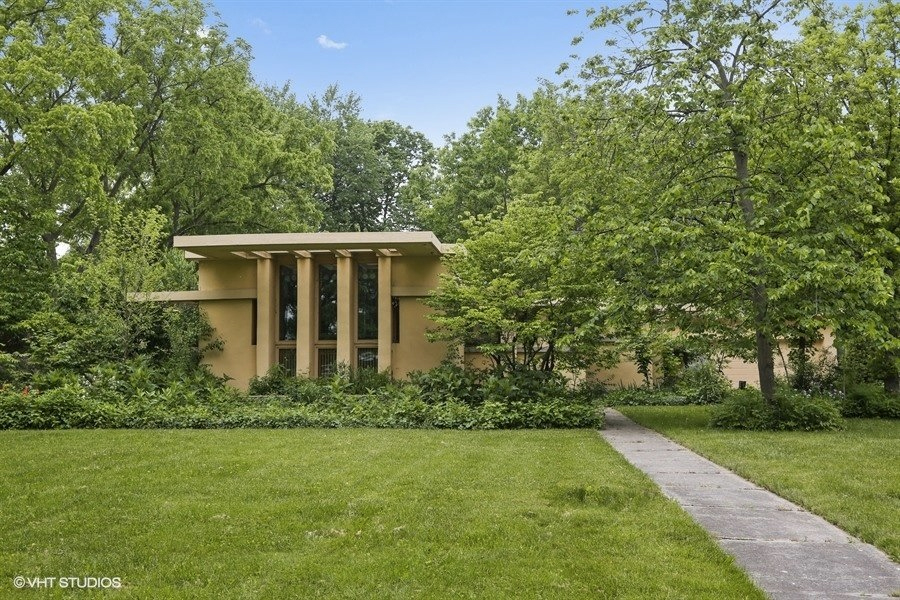 After two years on the market, Frank Lloyd Wright's Chicago playhouse has knocked $150,000 off its asking price