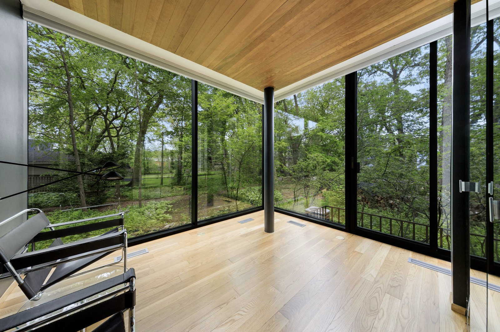Live like an architect at this Mies-inspired glass and steel home
