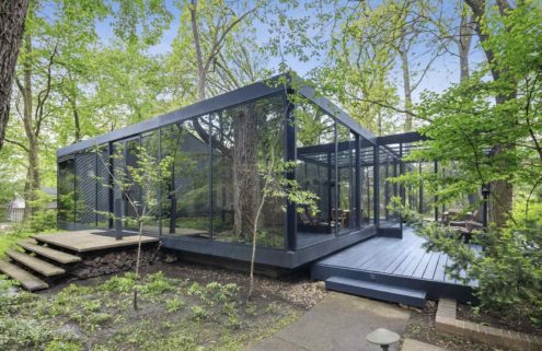 Live like an architect at this Mies-inspired glass and steel home in Illinois