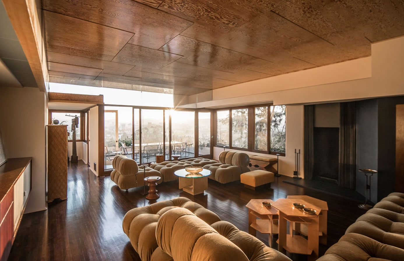 Rudolph M Schindler's S T and Pauline Falk Apartments building is fresh from a refurb and is on the market in Los Angeles for $3.65m.