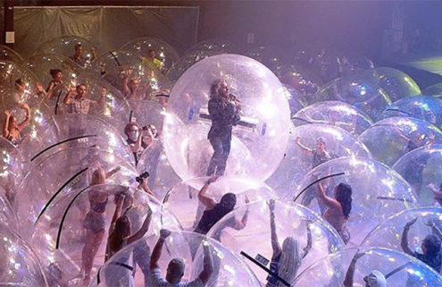Flaming Lips' Oklahoma show featured a socially-distanced 'human ball pit'
